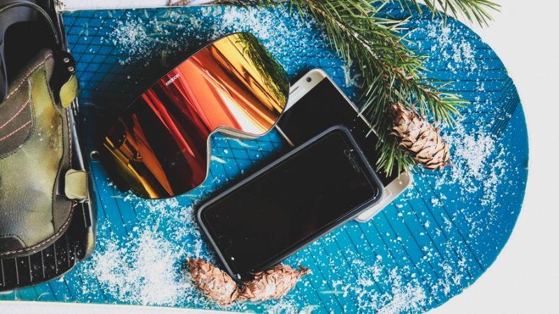 Winter Activities, Snowboard, phones, goggles